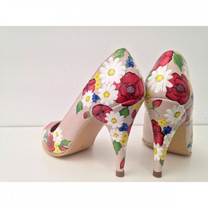 pantofi pictati manual flori de camp 1