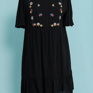 shift dress aimelia dr4265 in black with colourful embroidery 9754 1 scaled