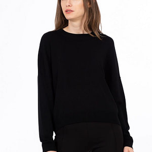 Pulover negru over scaled