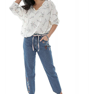 jeans-de-dama-roh-tr435-denim-boyfriend-cu-broderie-florala-si-curea-in-contrast-9761-1