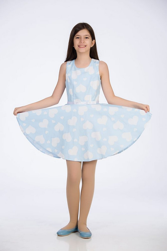 Rochie bleu cu inimioare albe pentru fete scaled